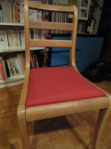 chaise-rouge-2847.JPG