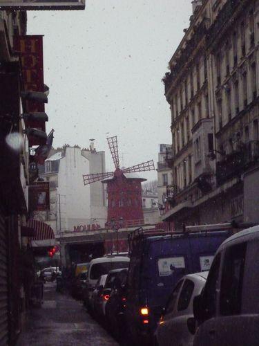 Moulin rouge vue de la rue Fontaine - neige