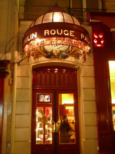 rue Lepic de nuit (Paris)