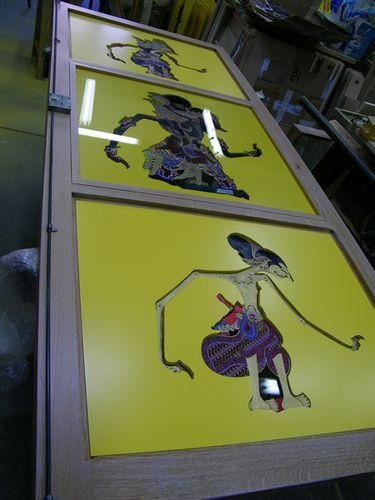 montage vitre et marionnette bibliothèques