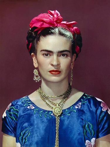 frida-with-blue-satin-blouse-new-york-1939.jpg