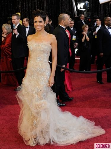 1-Best-Dressed-at-the-2011-Oscars-435x580