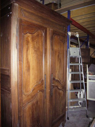 armoire ancienne a bas prix bon etat en merisier massif. Black Bedroom Furniture Sets. Home Design Ideas