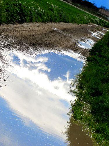 Reflet-du-ciel-dans-flaque-d-eau--Saint-Just-.jpg