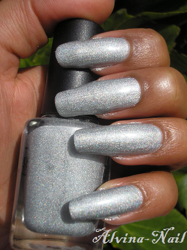 Color-club---worth-the-risque--Alvina-Nail.png