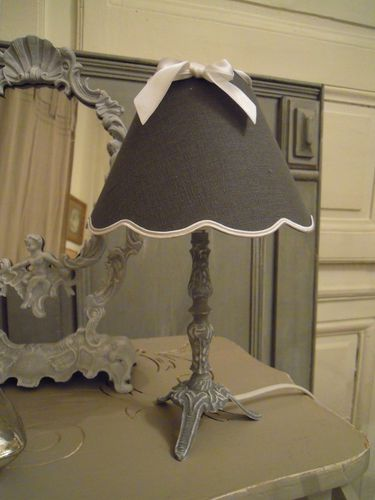 paire de lampes de chevet gris c rus blanc patine et. Black Bedroom Furniture Sets. Home Design Ideas