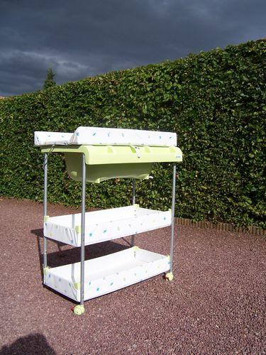 table langer brevi avec baignoire les ventes de sarah. Black Bedroom Furniture Sets. Home Design Ideas