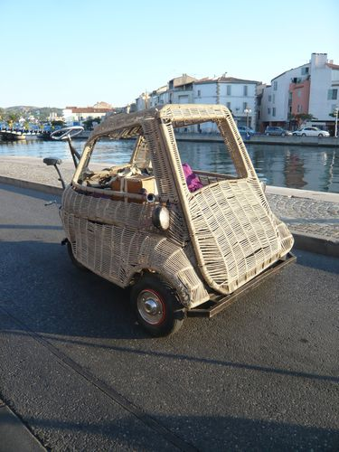 http://img.over-blog.com/375x500/4/11/58/20/article-isetta-velo/P1100989---Copie.JPG