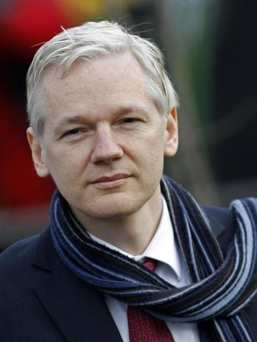 anonymous-defend-julian-assange-et-menace.jpg