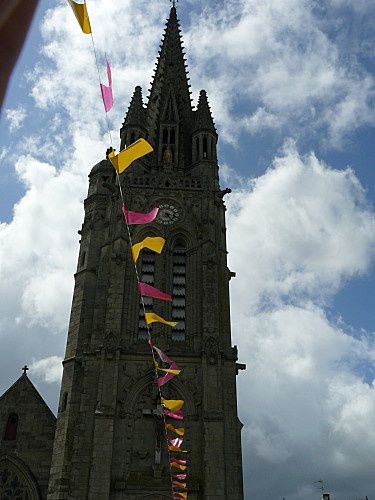 Josselin-son-eglise--4-.jpg