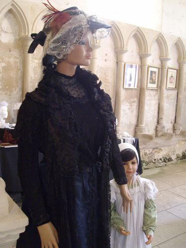 robe noire fontaine Henry