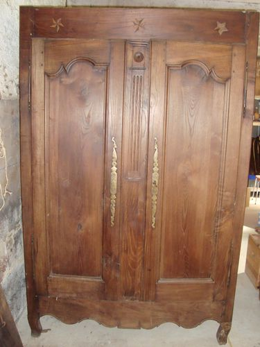 ancienne armoire orn e d 39 toiles brocante et patines. Black Bedroom Furniture Sets. Home Design Ideas