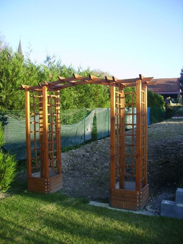 une pergola originale pour pas cher le blog de nordsade services. Black Bedroom Furniture Sets. Home Design Ideas
