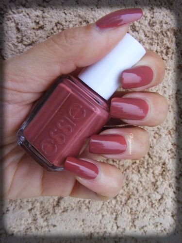 essie-all-tied-up--2--copie-1.JPG