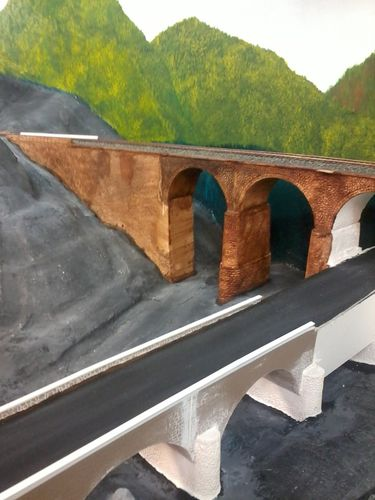Viaduc-peint-gare.JPG
