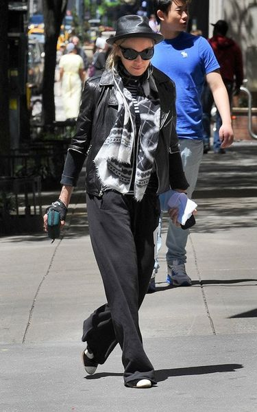 20120513-pictures-madonna-kabbalah-centre-new-york-05.jpg