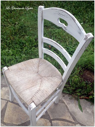 Chaise-paillee-campagne-chic.JPG
