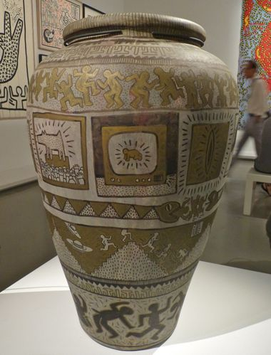 Keith Haring political line vase TV