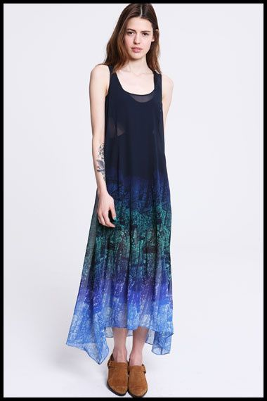 Robe-longue-mousseline-degrade-de-bleu-Urban-Outfitters.jpg