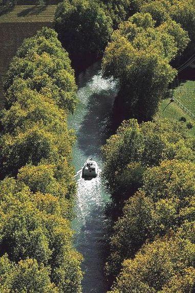 canal du Midi entre Toulouse et l'étang de Thau, France