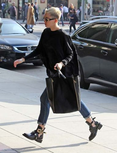 miley-cyrus-black-balenciaga-ceinture-high-derby-cutout-boo.jpg