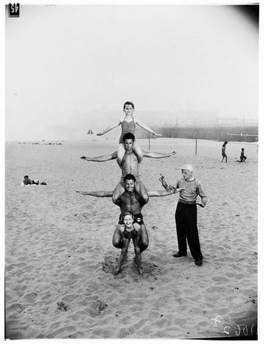 12-year-old-April-Atkins-on-Muscle-Beach--Californ-copie-4.jpg