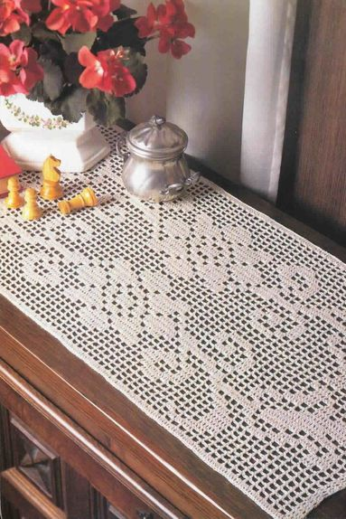 chemin de table au crochet pour debutant table de lit a roulettes. Black Bedroom Furniture Sets. Home Design Ideas