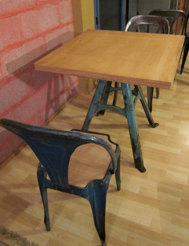 TABLE PIED BLEU PLATEAU ETABLI ARRONDI 80X80X4-009