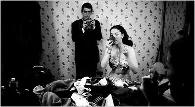 Stanley_Kubrick_1949_with_Rosemary_Williams_a_showgirl.jpg