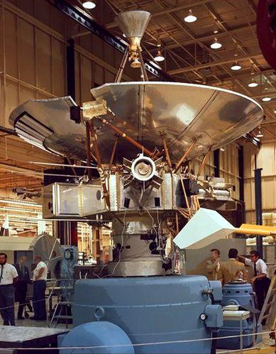 Pioneer10 en cours d'assemblage