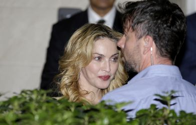 20130822-pictures-madonna-hard-candy-fitness-center-rome-09.jpg