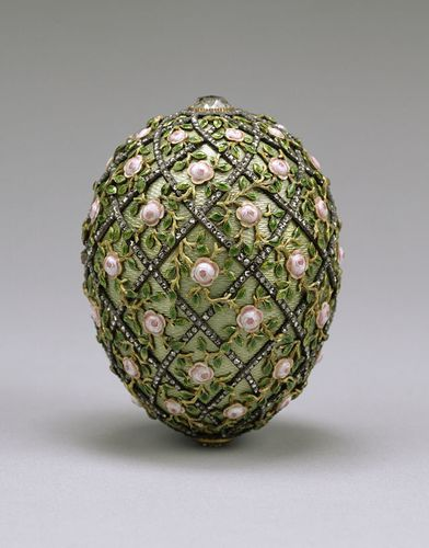 640px-House_of_Faberge_-_Rose_Trellis_Egg_-_Walters_44501.jpg