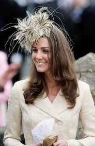 Chapeau-a-plumes-beige-Kate-Middleton-855ff---Copie.jpg