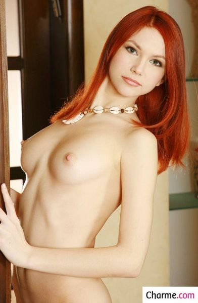 lidia-rousse-sexy-a-poil-pics-charme-2