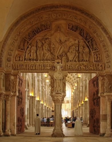 Basilique_de_Vezelay_Narthex_Tympan_central_220608.jpg