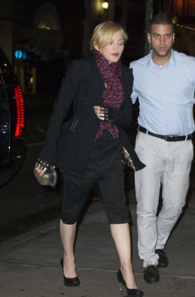 20140531-pictures-madonna-out-and-about-new-york-02.jpg