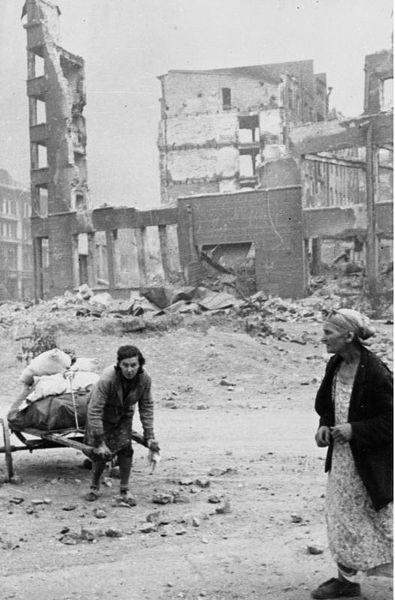 16.(1942-1943-Bataille de Stalingrad) Civils dans Stalingra