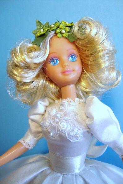 26 La petite demoiselle blonde