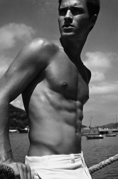 Lucas-Medeiros-Hot-Prince-Of-The-Sea-Burbujas-De-Deseo-06-5.jpg