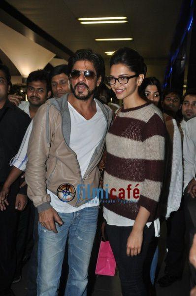 Shahrukh-Khan-and-Deepika-Padukone-Return-from-Dubai-AAA-2.jpg