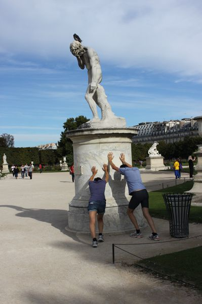 statue jogging tuileries