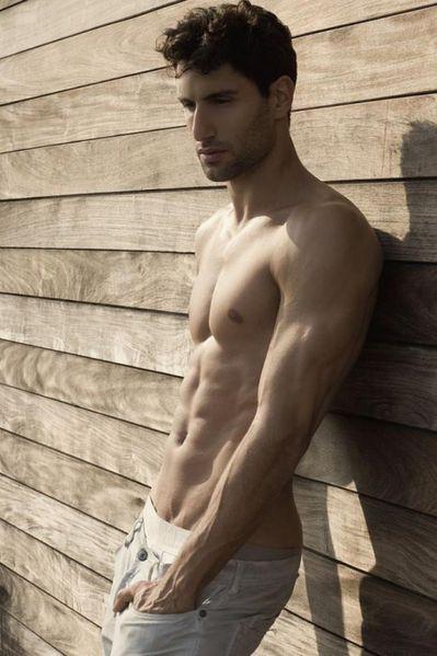 Alejandro-Salgueiro-Sexy-Macho-Burbujas-De-Deseo-016-466x70.jpg