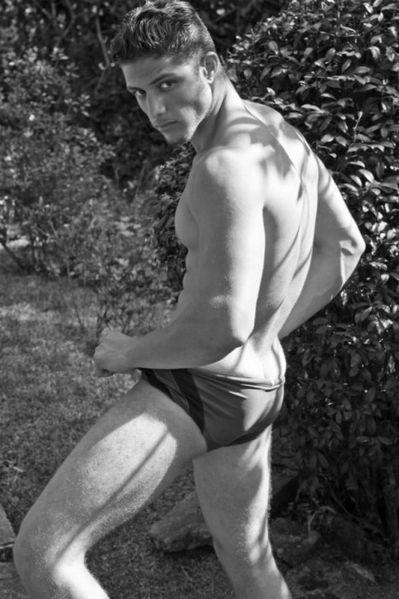 Lukas-Rodrigues-Sexy-Model-Burbujas-De-Deseo-01-466x700.jpg
