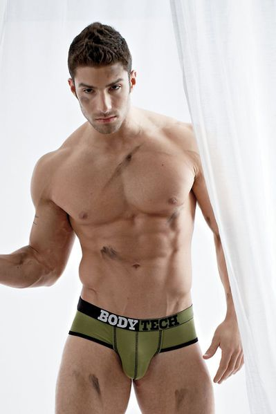 adam-for-undergear-summer-2012-41.jpg