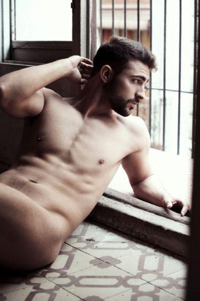 Damian-Galvis-Belleza-Masculina-Burbujas-De-Deseo-09-526x7.jpg
