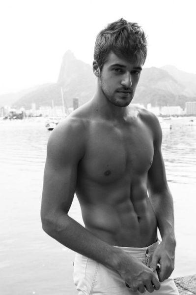 Guilherme-Caio-Hot-Brazilian-Model-Burbujas-De-Deseo-012-52.jpg