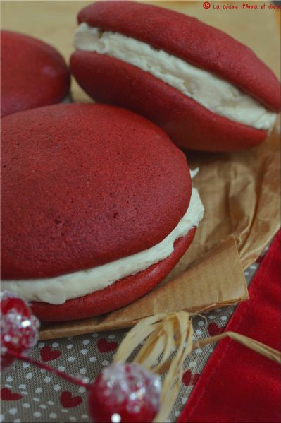 whoopies-pie-red-velvet1