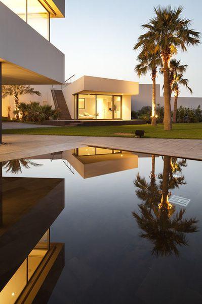 1288712176-nelson-garrido-star-house-kuwait-08