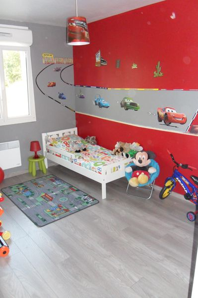 Pin chaise cars chambre gar on bleu rouge mobilier enfant for Chambre cars