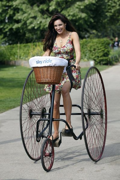 kelly-brook-bicycle-4
